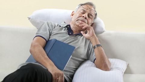 """老人家白天整日""""度估""""(打困),有问题吗?"""